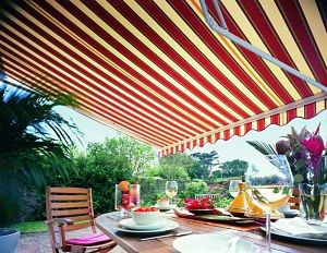red-stripe-garden-awning